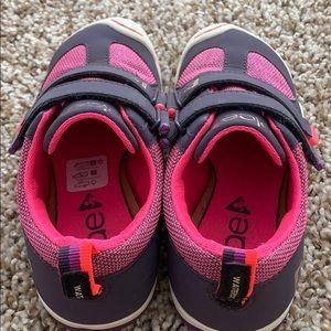 Girls Plae Tennis shoes